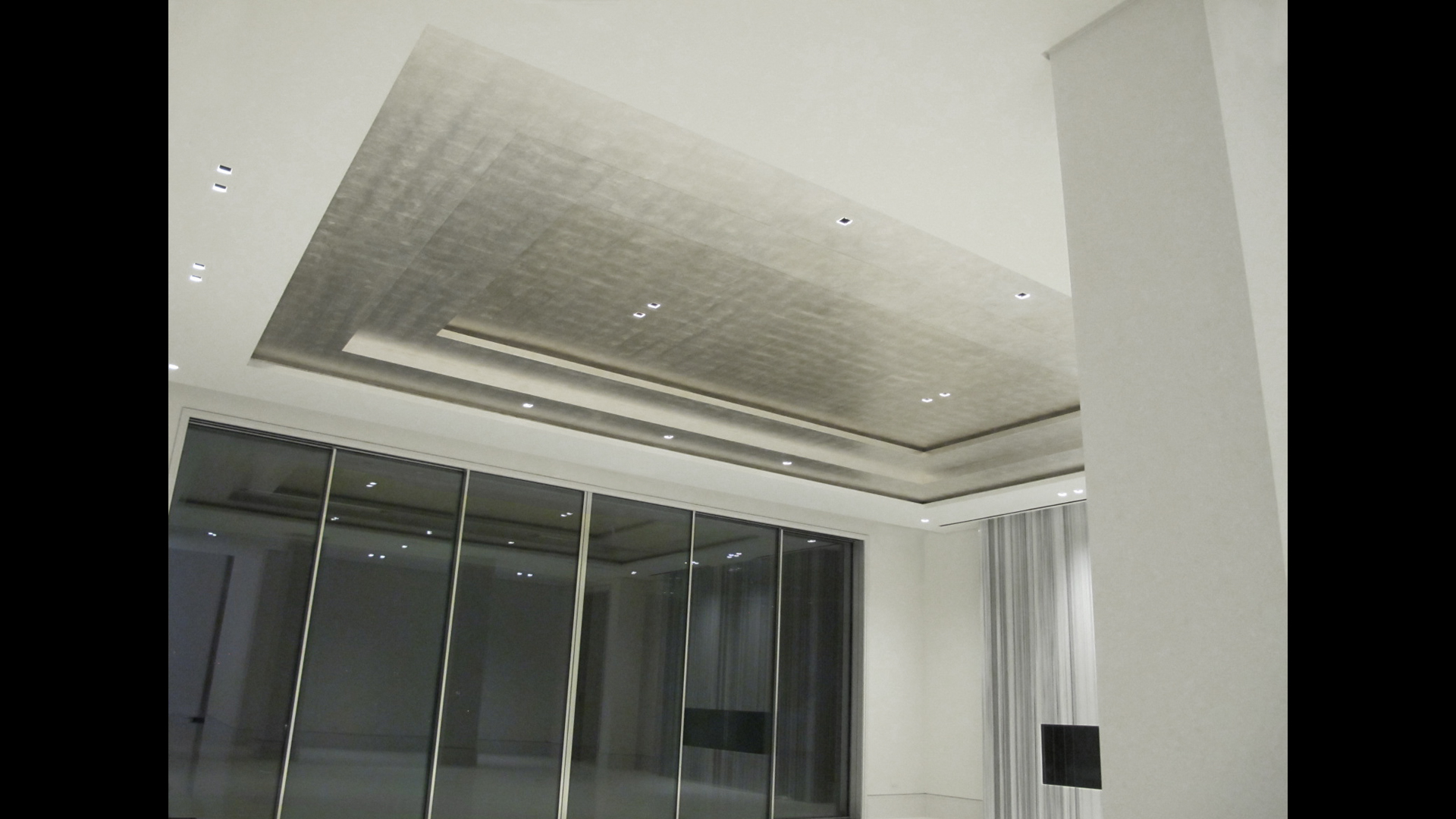 Genuine Silver Leaf Ceiling.
